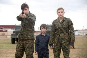 "L-r, Nick Robinson, Zackary Arthur and Chloë Grace Moretz star in Columbia Pictures' ""The 5th Wave."""